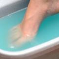 Як здійснюється лікування грибка нігтя в запущеній формі перекисом водню