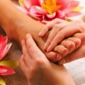 Які види масажу можна робити при місячних